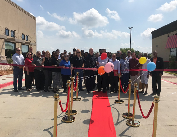 Sept7th2018_FuzzysDennysRibbonCutting(Photo)